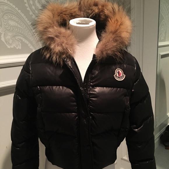 abb3ddf06 Moncler cropped woman's jacket- fur around hood